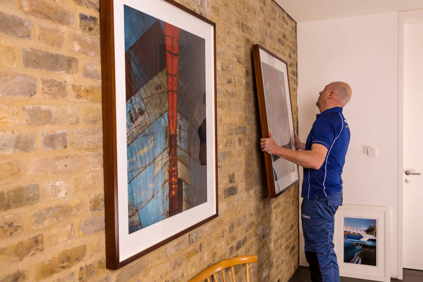 Hanging pictures and mirrors service in London